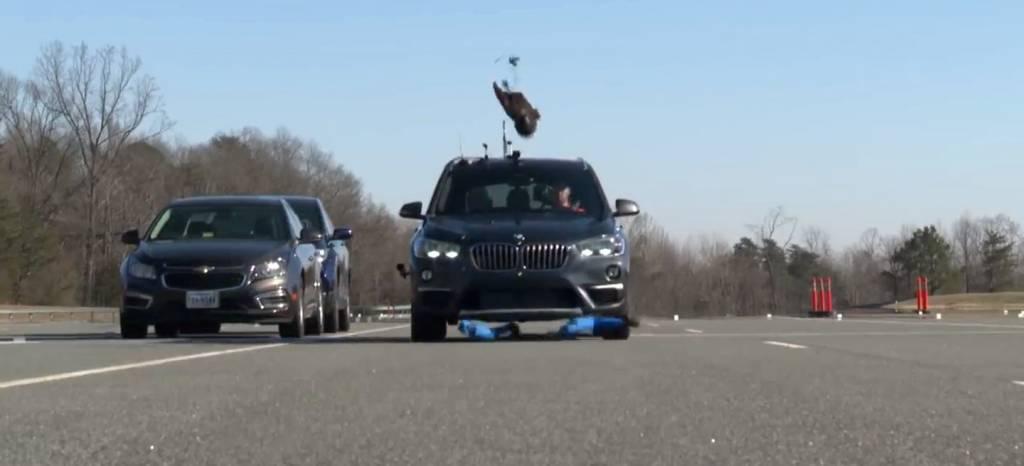 El BMW X1 pincha en la prueba de detección de peatones del IIHS estadounidense (+vídeo)
