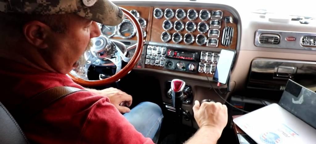 Fascinante: así funciona la caja de cambios manual de 18 velocidades de un camión americano