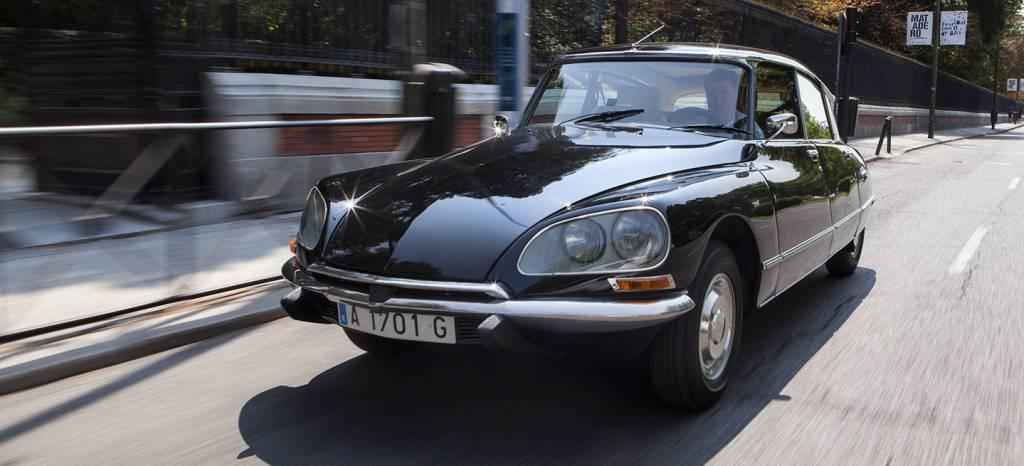Citroën propone un plan para noviembre y Navidad en Madrid: disfrutar de un paseo en este bello DS Tiburón