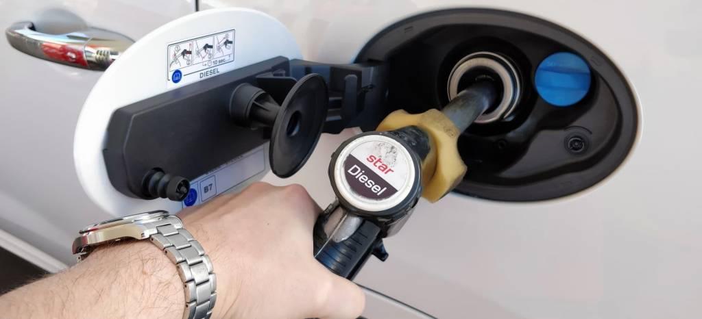 """Repostando biodiésel: qué problemas puede generar el uso de gasoil """"verde"""" en tu coche"""