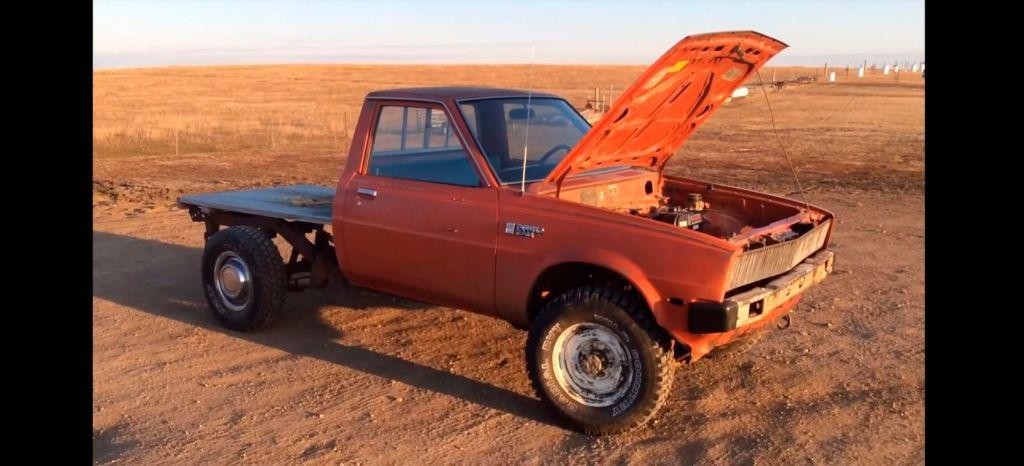 Increíble pero cierto: esta Dodge Ram se mueve gracias a un motor de segadora de 6,5 CV (+vídeo)
