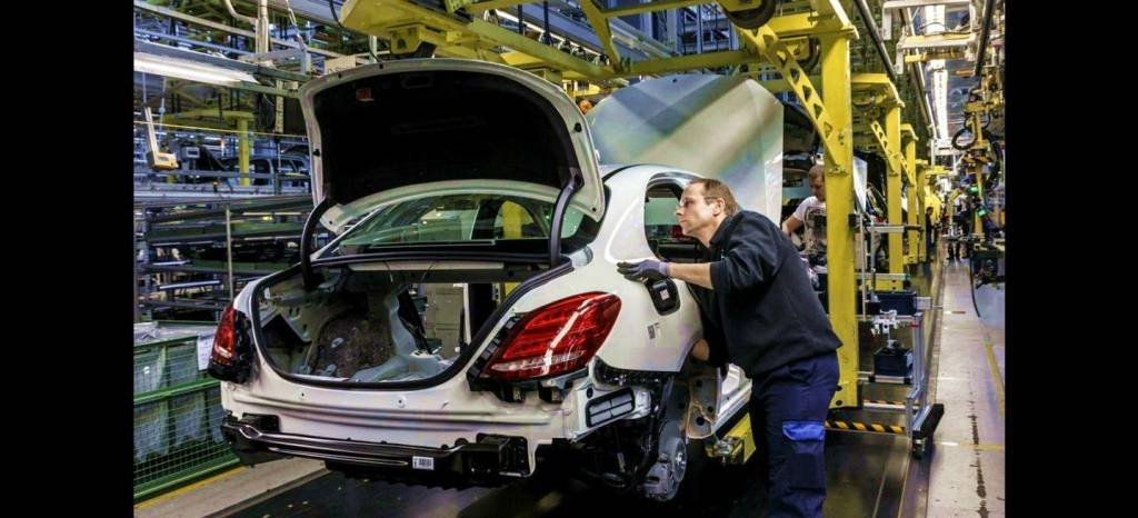 Daimler compensa con 5.650 euros a cada uno de sus empleados por un gran 2015
