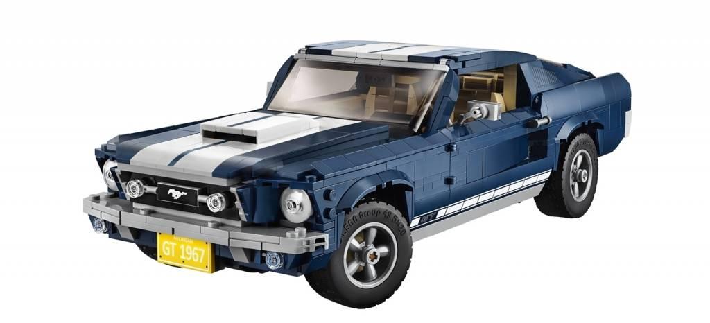 ¡Coge mi dinero! El Ford Mustang del '67 llega al garaje de LEGO