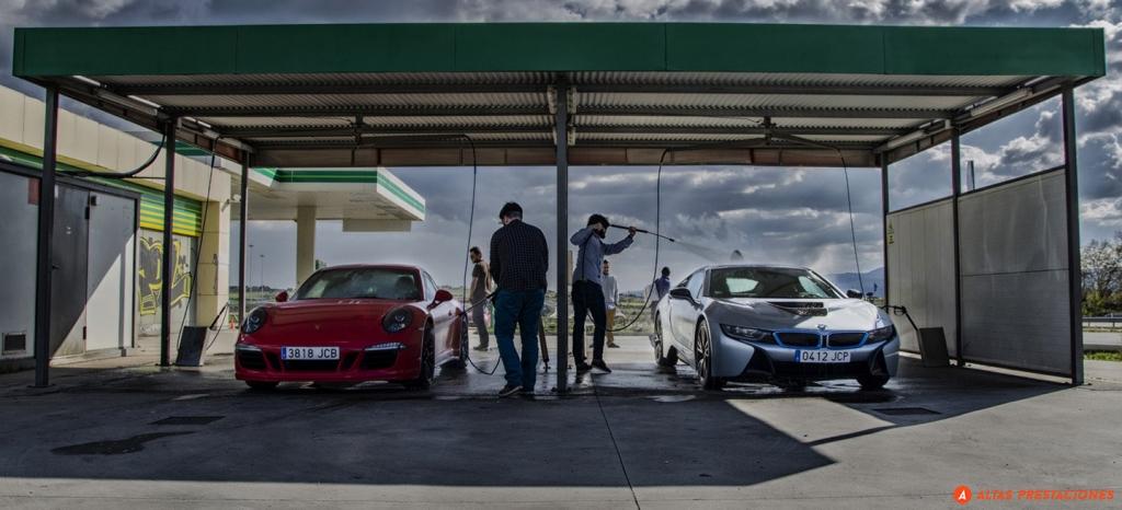 ¿Se puede limpiar un coche eléctrico en un túnel de lavado o lanzas a presión? El 42% de los británicos no lo sabe
