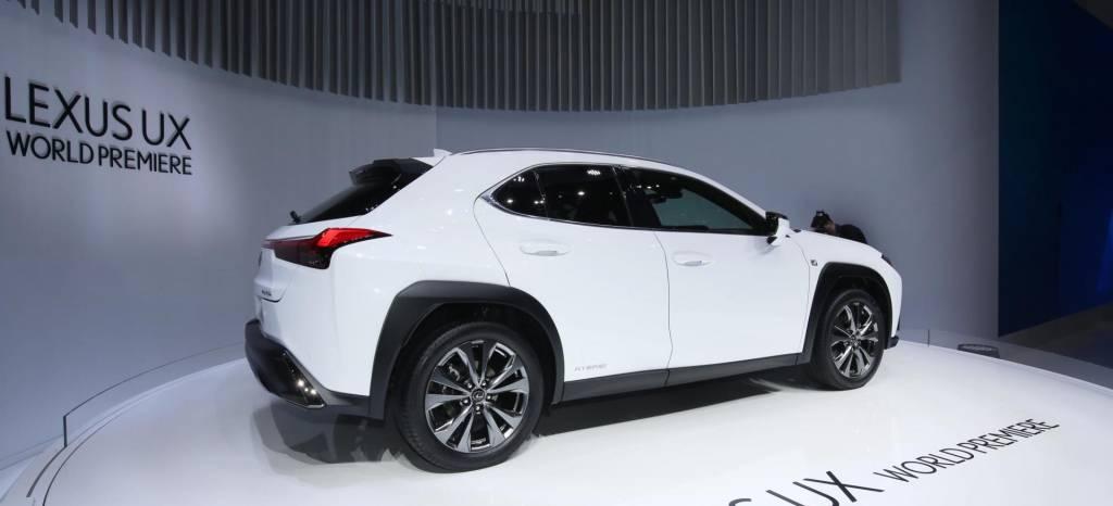 El Lexus UX es el nuevo rival del BMW X2, es híbrido, lo hemos conocido en el Salón de Ginebra y te lo contamos en vídeo