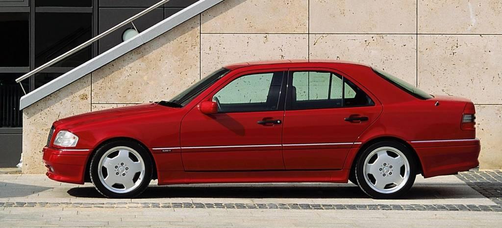 """Mercedes C 36 AMG (1993): se cumplen 25 años del primer coche """"oficial"""" de Mercedes-AMG"""