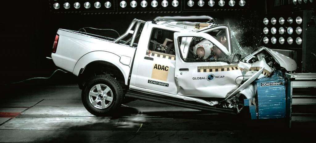 Cero estrellas: el crash-test de esta pick-up Nissan es tan escalofriante como real (+vídeo)