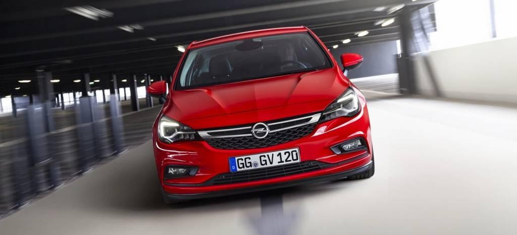 ¿El Opel Astra más rápido del planeta? Fue cazado en Bélgica… ¡a 696 km/h!