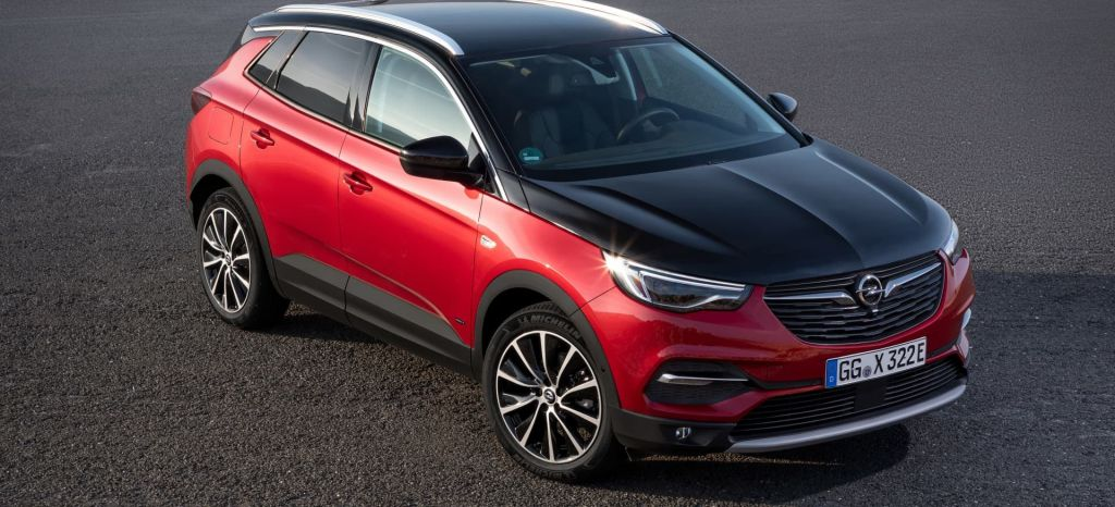 El Opel Grandland X híbrido enchufable ya tiene precio: etiqueta cero en 4×2 y 4×4