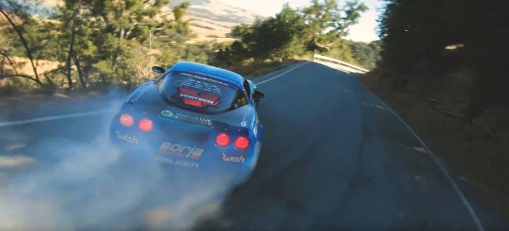 El mejor vídeo que verás hoy es este Corvette de más de 1.000 CV derrapando al límite