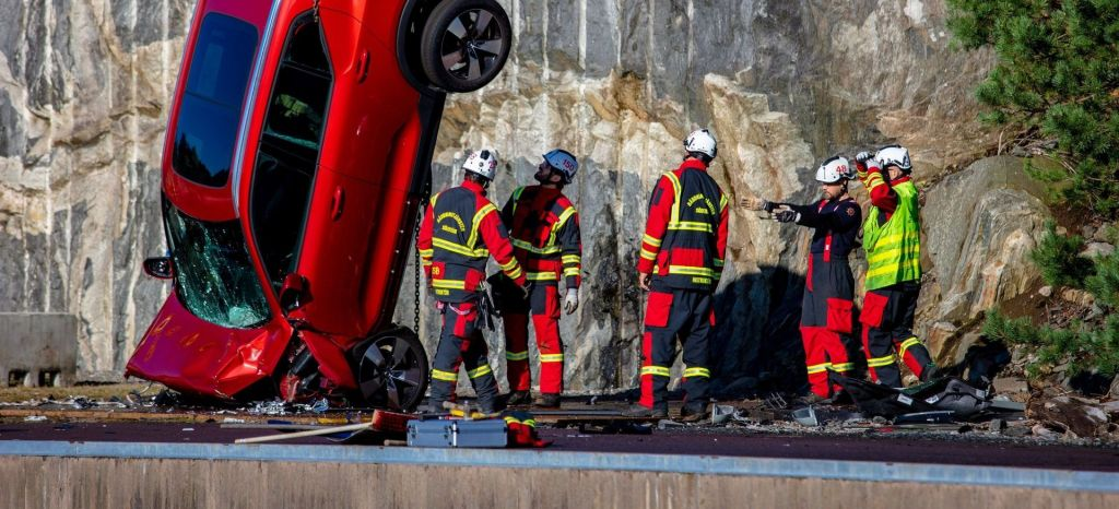 Volvo Cars Drops New Cars From 30 Metres To Help Rescue Services Save Lives thumbnail