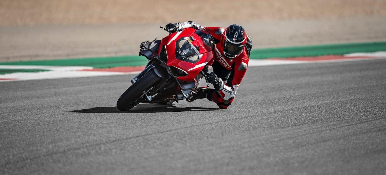 07 Ducati Superleggera V4 Action Uc145869 High