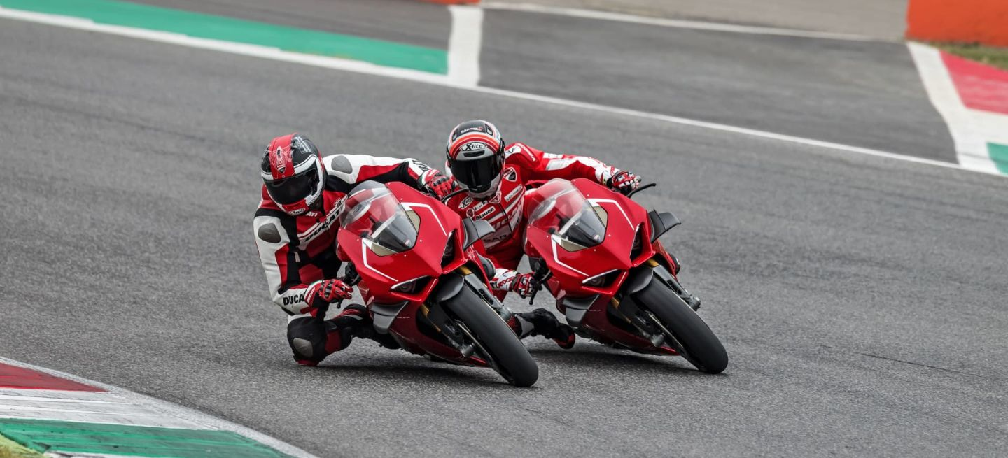 17 Ducati Panigale V4 R Action Uc69254 Mid