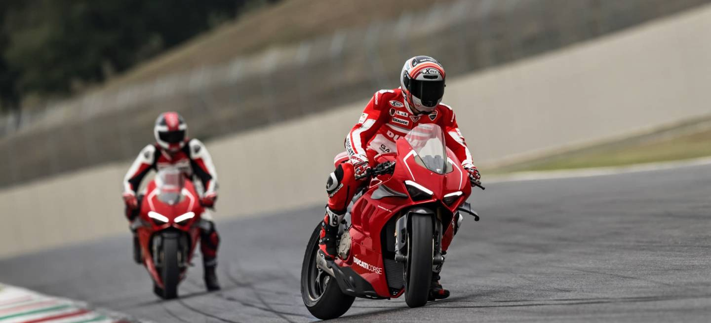 39 Ducati Panigale V4 R Action Uc69228 Mid