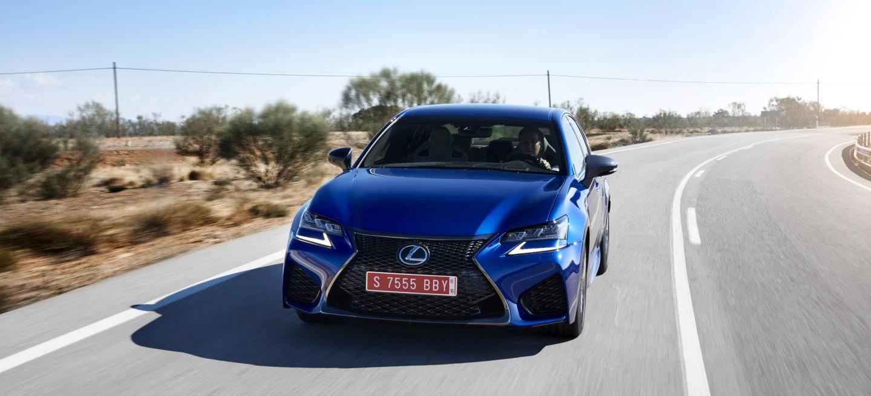Lexus_GS-F_Blue_01_1440x655c.jpg