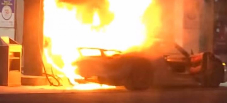 porsche 918 spyder fire porsche 918 spyder catches fire. Black Bedroom Furniture Sets. Home Design Ideas