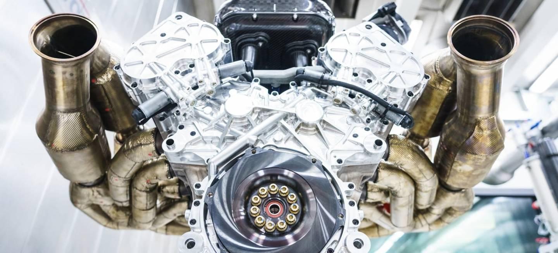 Aston Martin Valkyrie Motor V12 1218 007