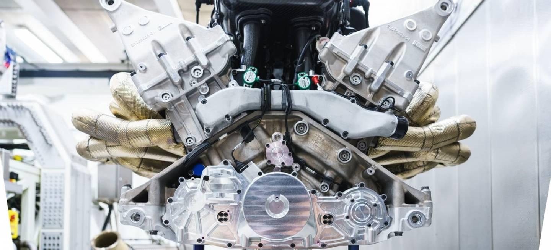 Aston Martin Valkyrie Motor V12 1218 008