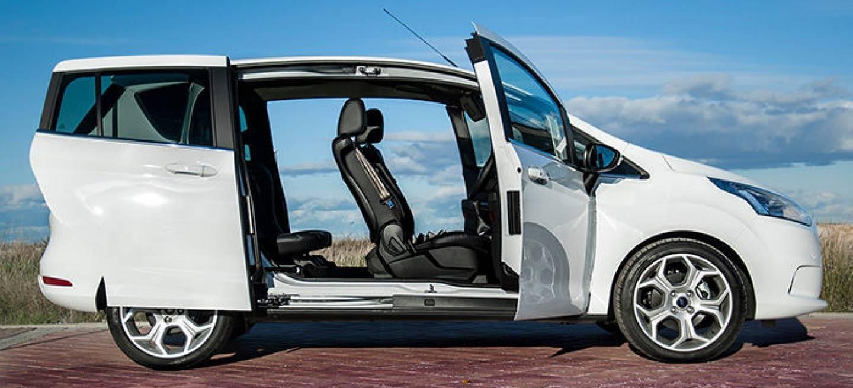 Ford b max a prueba todo sobre las puertas traseras for Coches con puertas correderas