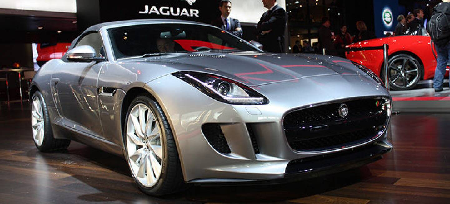 jaguar f type un felino descapotable que apunta alto en el sal n de par s con un precio a. Black Bedroom Furniture Sets. Home Design Ideas