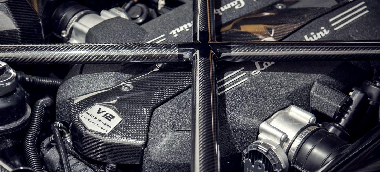 Lamborghini Motor V12 0220 01