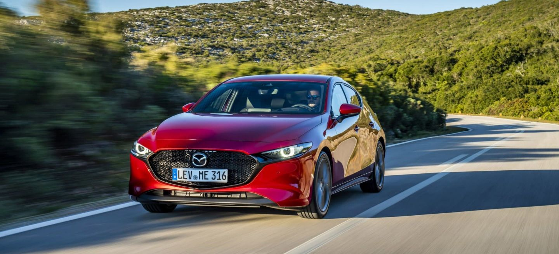 Mazda 3 Skyactiv G Oficial Rojo 00100
