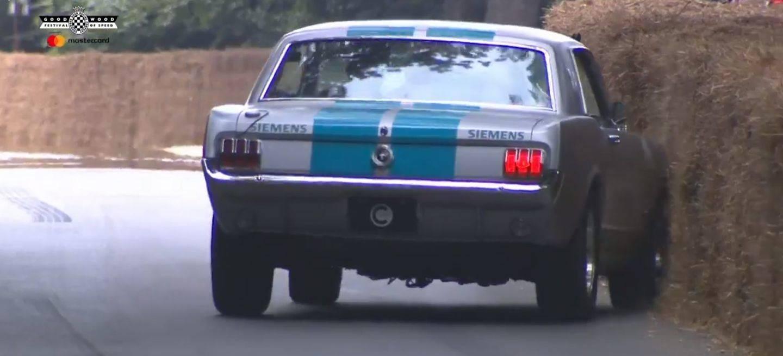 Mustang Autonomo Choque