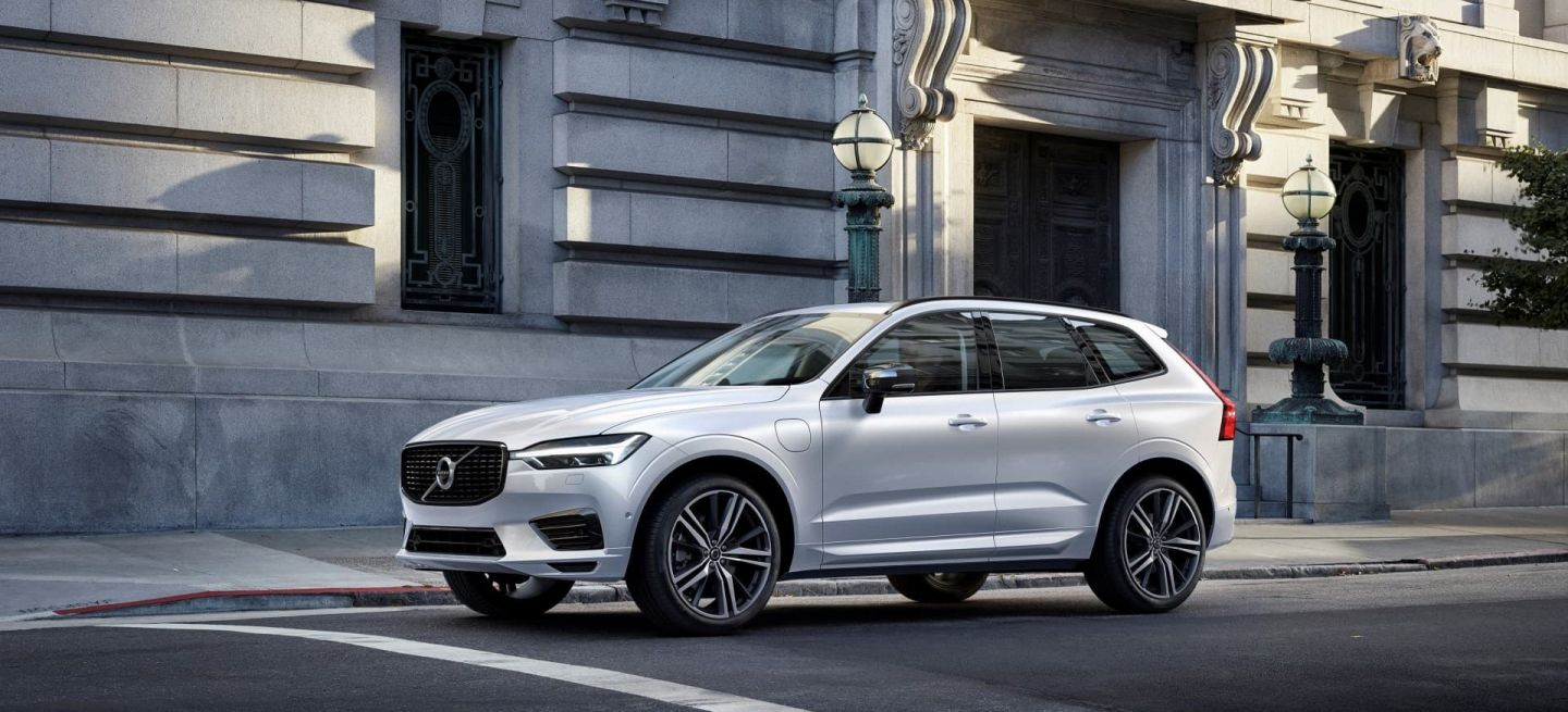 Xc60 Recharge Plug In Hybrid R Design, In Crystal White Pearl