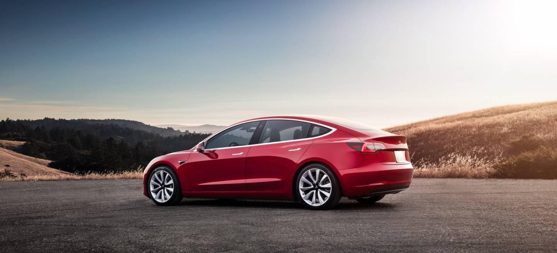 Tesla Model 3 03