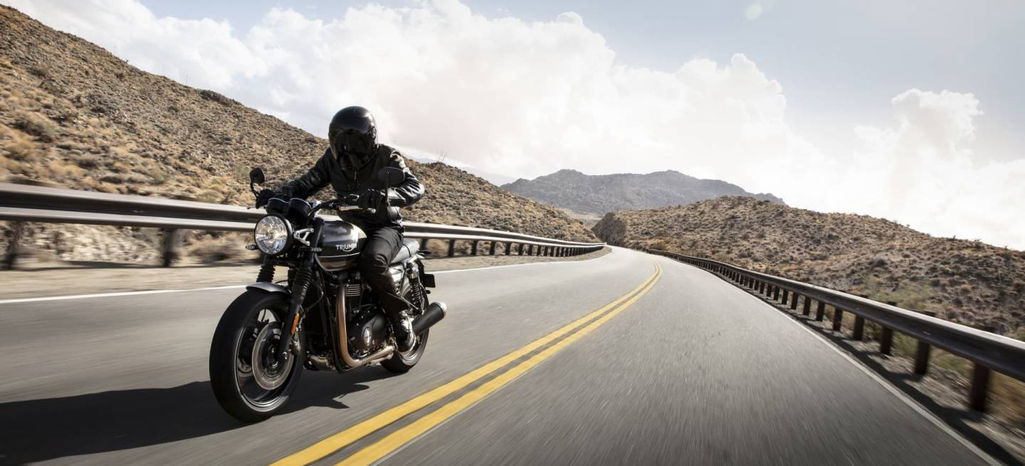 Triumph 2019 Speed Twin Riding 2