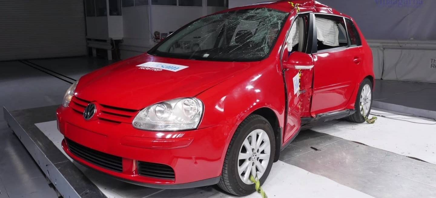 Volkswagen Golf V Crashtest Corrosion Video 0318 01