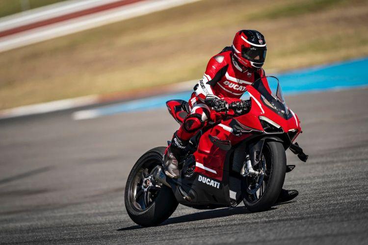 02 Ducati Superleggera V4 Action Uc145865 High