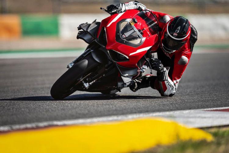 05 Ducati Superleggera V4 Action Uc145867 High