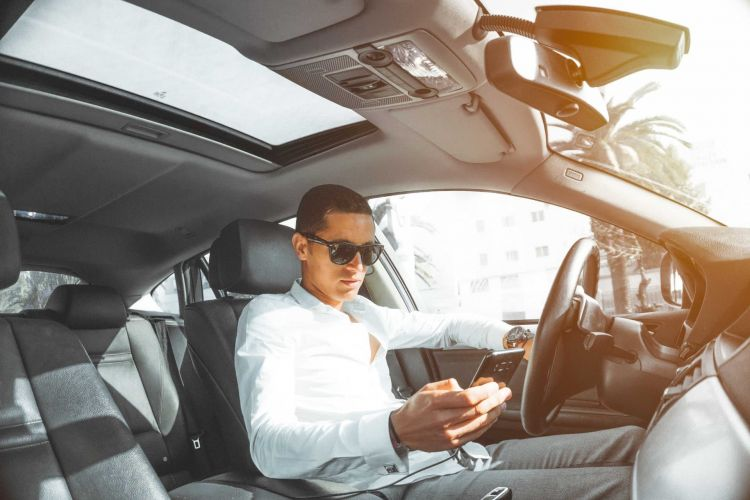 10 Infracciones Quitan Puntos Conducir Movil
