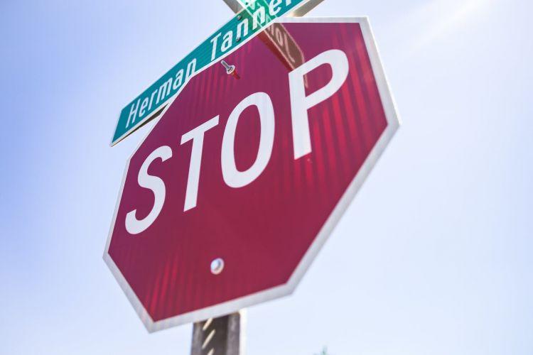 10 Infracciones Quitan Puntos Senal Stop