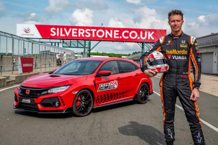 134326 Three In Three For Type R British Touring Car Champion Matt Neal Takes