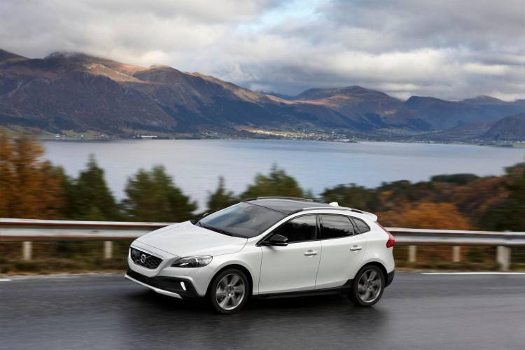 139689_Volvo_V40_Cross_Country
