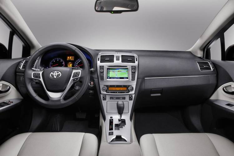 1440_toyota-avensis-facelift-2012-700-7