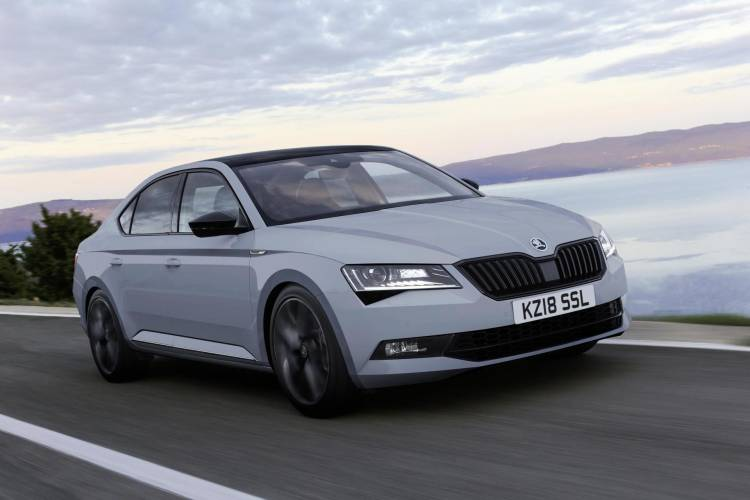 1544631 New Skoda Superb Spotline Plus Front