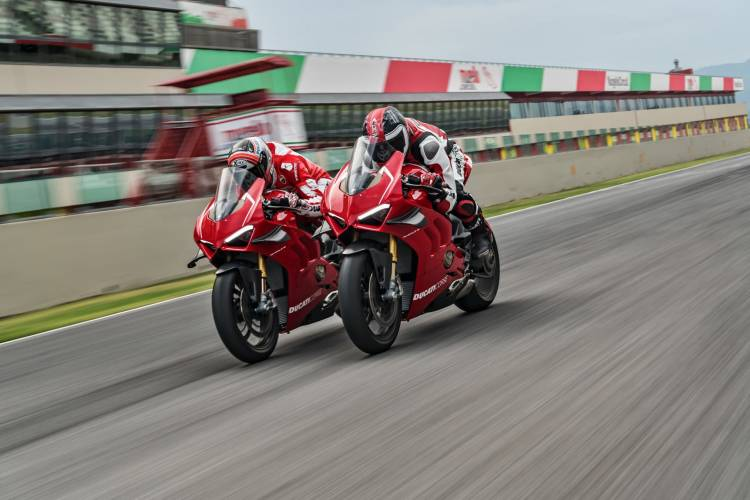 16 Ducati Panigale V4 R Action Uc69253 Mid