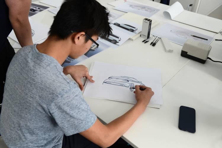 180412 Skoda Vocational School Students Build Skoda Karoq Cabriolet Study 3