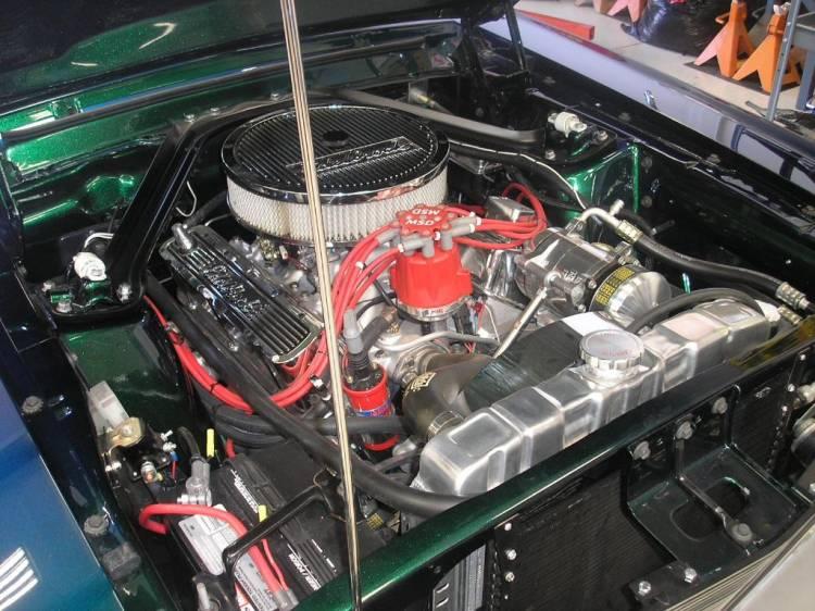 Ford Mustang Coupé-Convertible del 67 con techo rígido y puertas de tijera