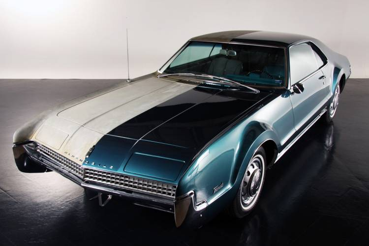 1967 Oldsmobile Toronado Half and Half por Precision Restorations