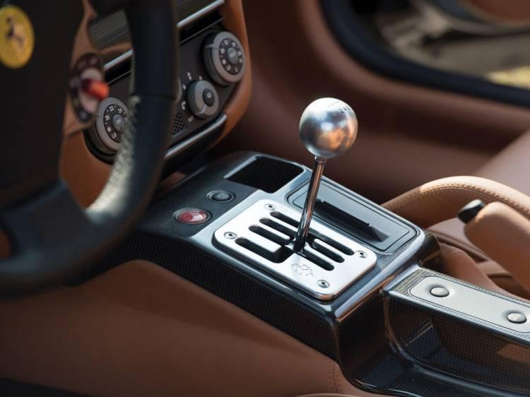2007-ferrari-599-gtb-fiorano-manual_pomo-cambio