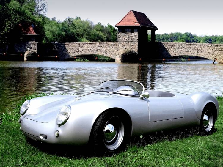 2011-Wittera-Retro-Ma-de-Spyder-Front-And-Side-1280x960