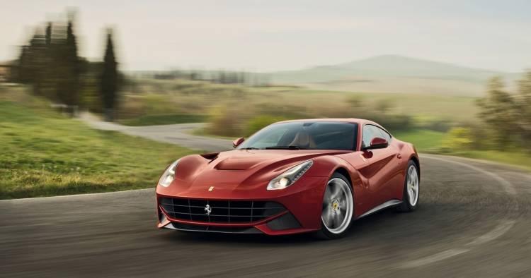 2013-Ferrari-F12berlinetta-230515-01