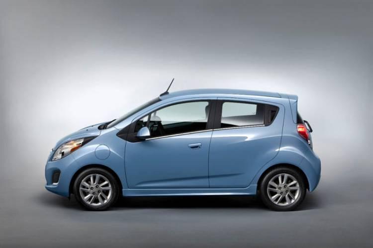 2014-Chevrolet-SparkEV-005-medium