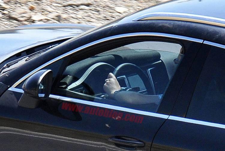 El Porsche Macan posa para las cámaras mostrándonos también su interior