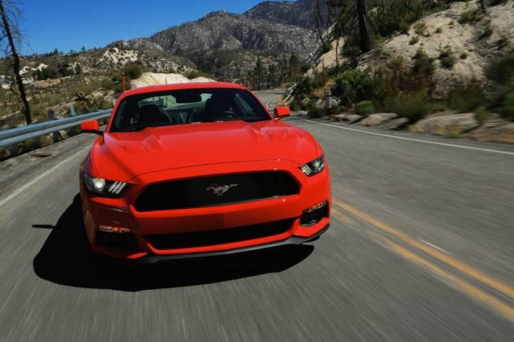 2015-Mustang-EcoBoost-Orange-Driving-007Ford_Mustang_2015_DM_2