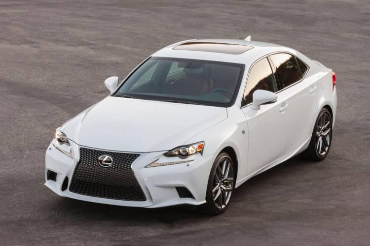 2016_Lexus_IS_300_AWD_F_SPORT_004_17A6E8A3B96812F499692604423153BFC9E7676C